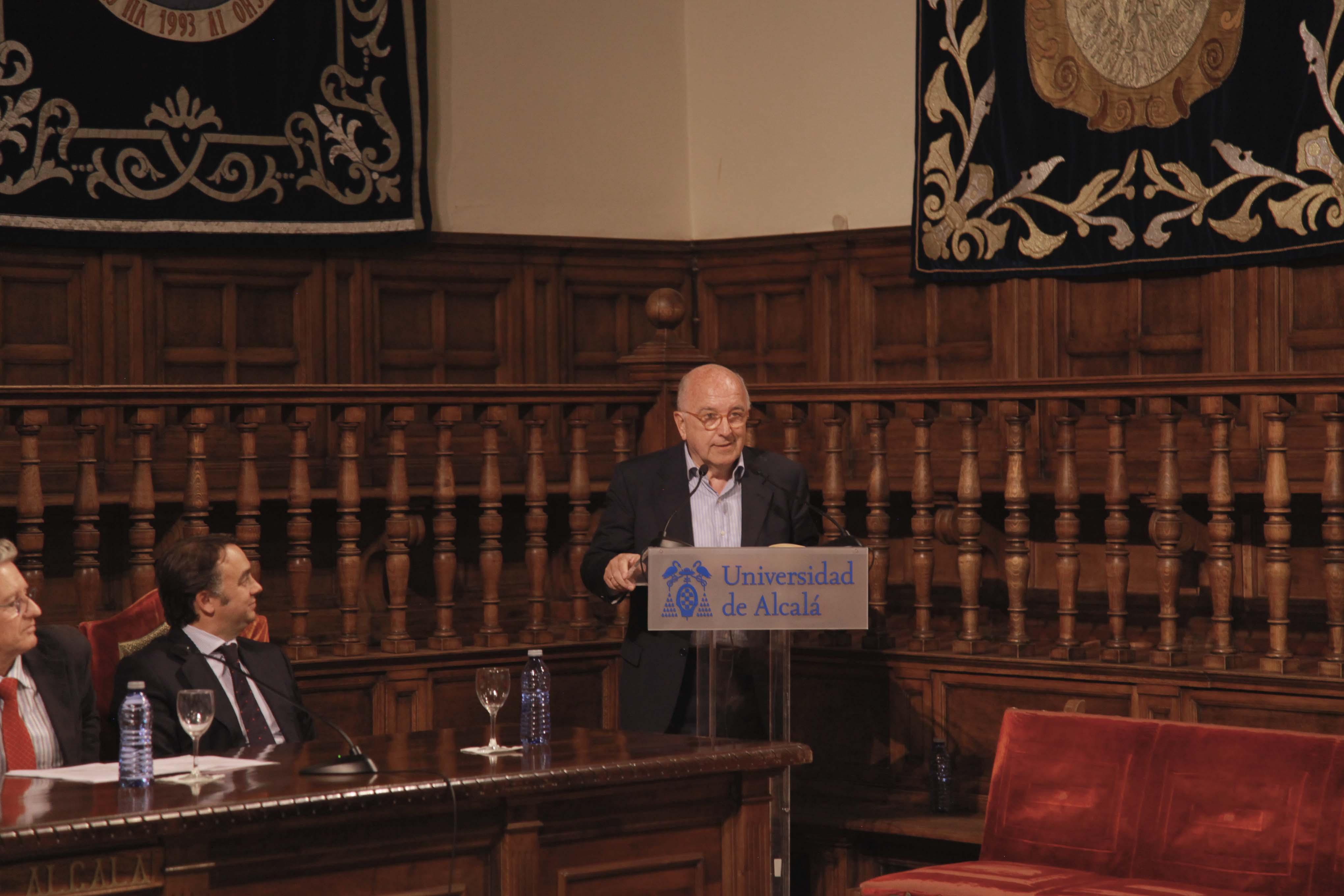 Joaquin almunia graduacion cescompol